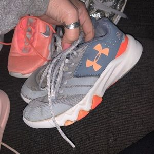 under armour size 13c little girl shoes.